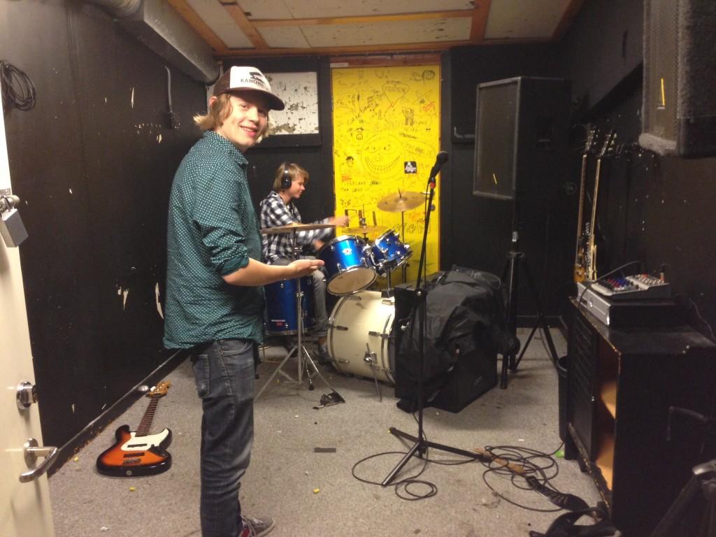 """""""Spille i band? Dropp inn da vel"""" sier Dimen og viser frem drop-in-rommet."""